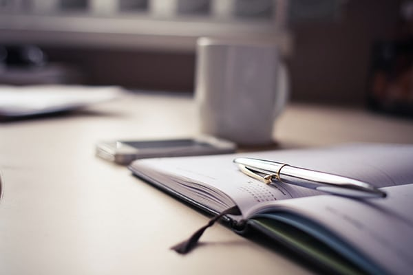 Sabia que pode associar documentos não só a registos, mas também a outorgantes? 2